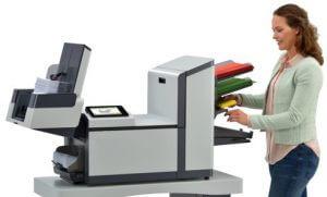 Chargement du papier simple et rapide sur l'AUTO PLIS V3